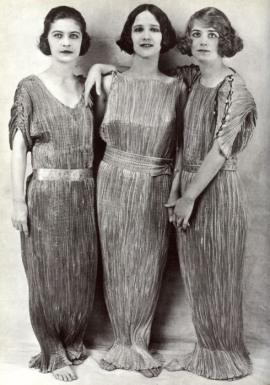 hijas-adpotivas-de-isadora-duncan-con-vestidos-delphos